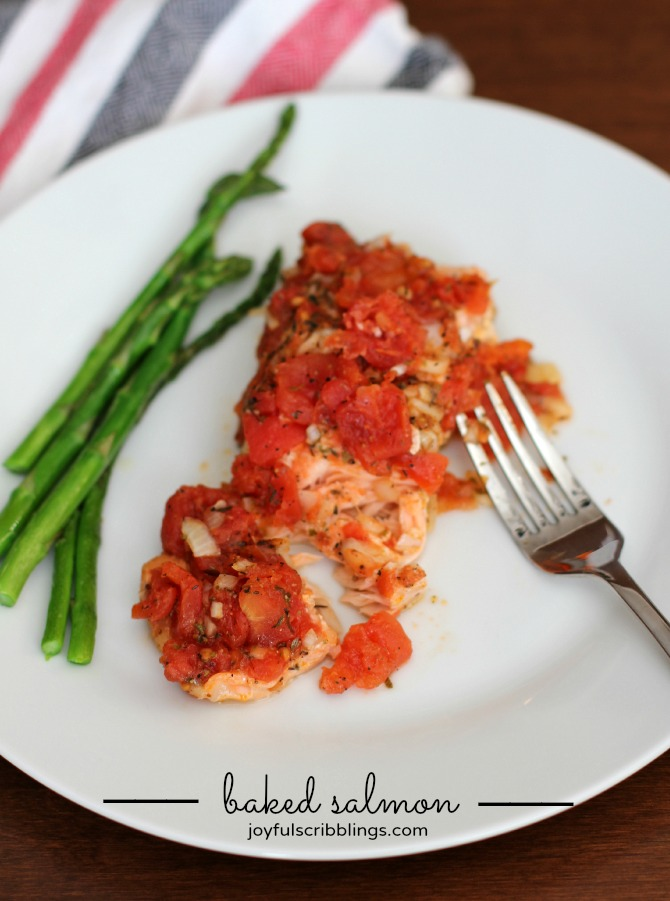 baked salmon in foil packets with tomatoes